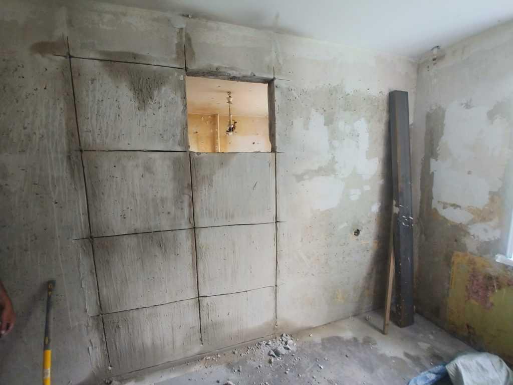 Резка дверного проема без пыли