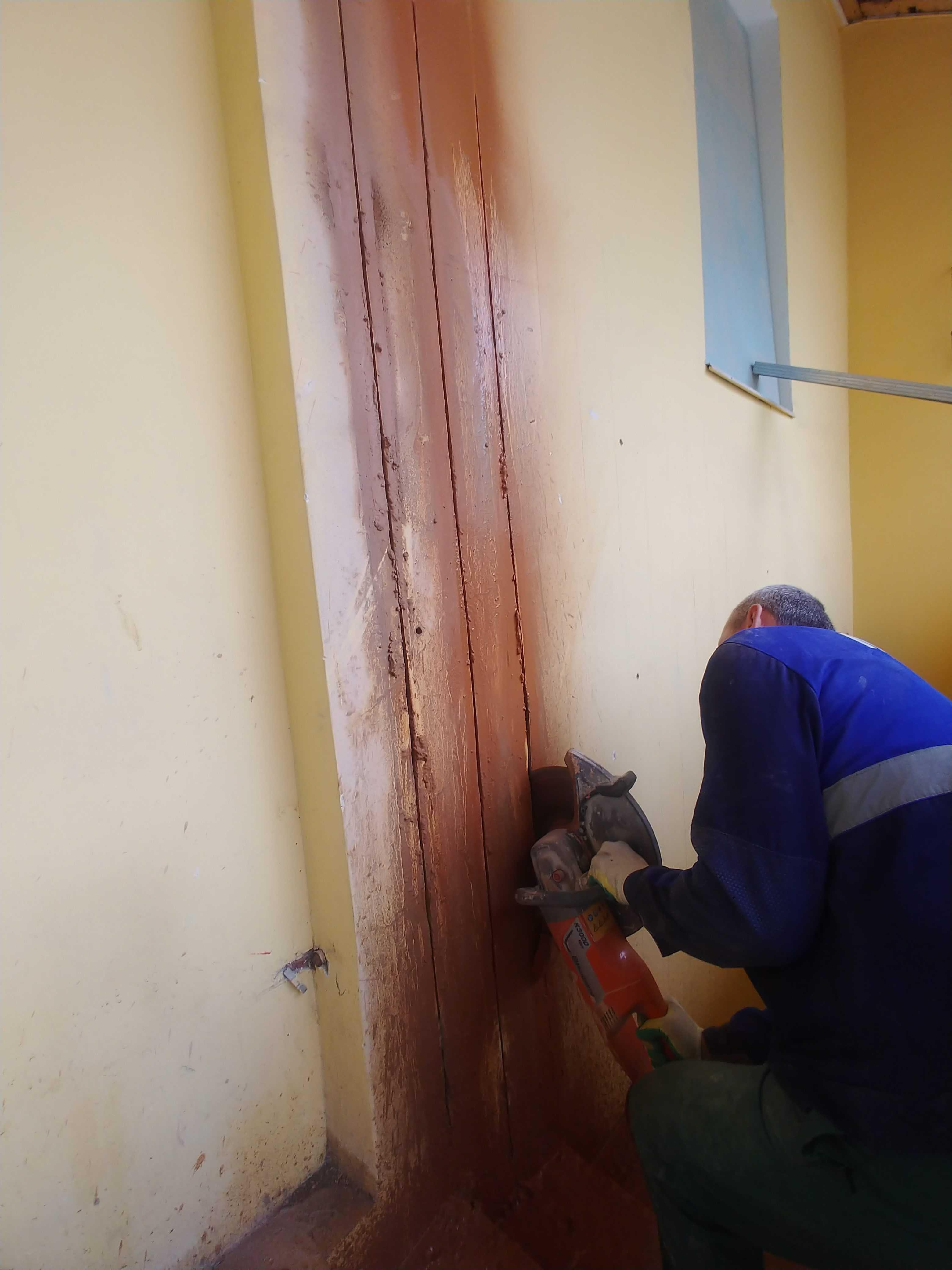 Резка проема в стене под дверь