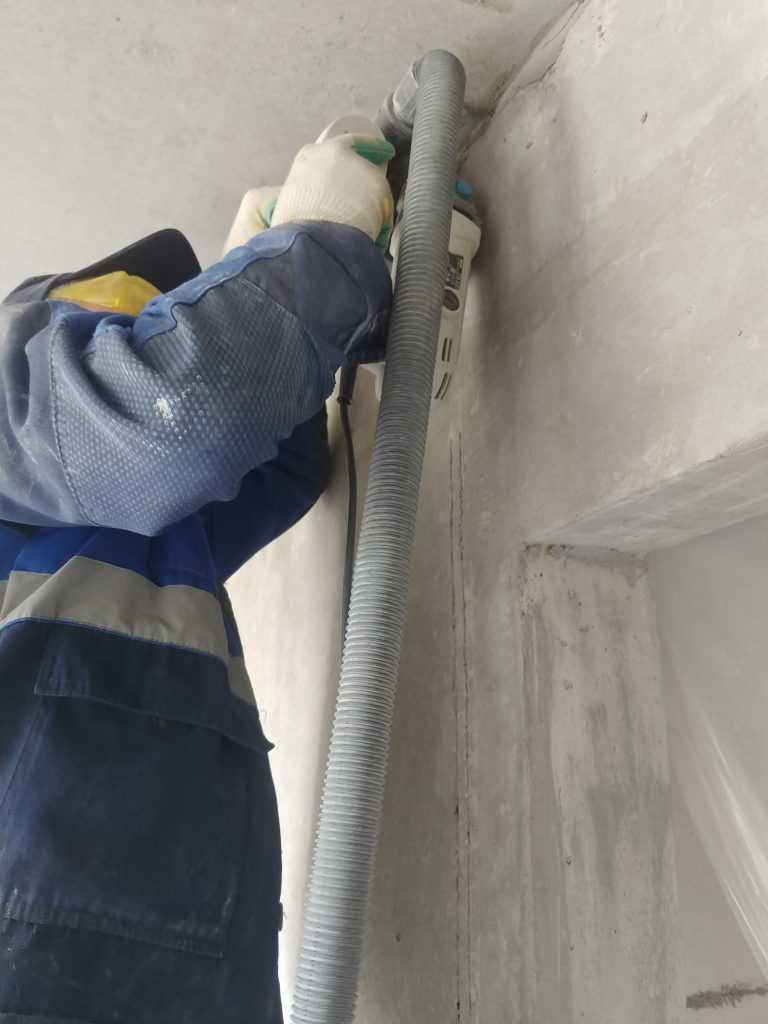 Штробление потолка